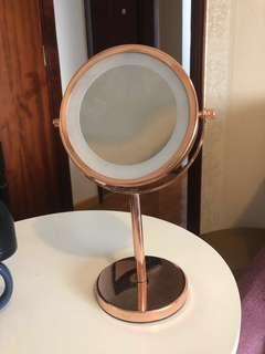 坐枱化妝鏡連燈 Standing Makeup Mirror with Lights