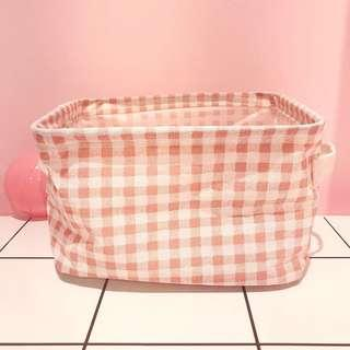 Makeup tool container