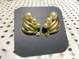 🚚 古董珍珠耳環