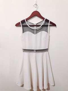 🚚 白色透膚性感連身裙