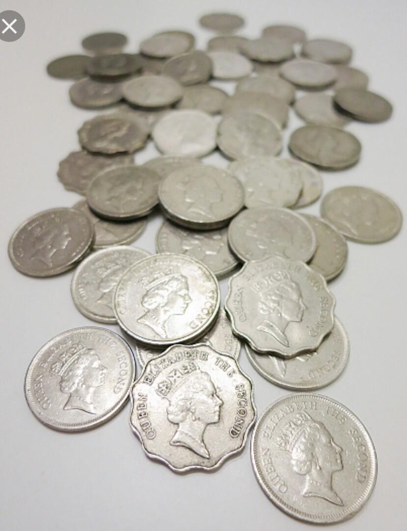 大量很舊的香港硬幣不同年份不同幣值女皇后頭男人頭不同款式林林總總不能盡錄有興趣請告知閣下需怎樣的硬幣我便會根據你的要求找出來並拍照給你 可電9831 3833