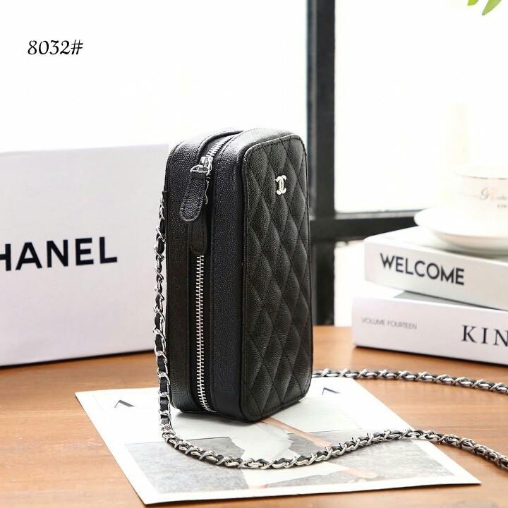 Chanel Caviar Cell Phone Purse Crossbody Bag 8032#22  H 400rb  Bahan kulit (caviar leather) Dalaman kain tebal Kwalitas High Premium AAA Tas uk 10x6x19cm Berat dengan box 0,5kg  Warna : -Black Include Box Chanel