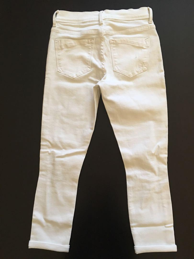Express White Distressed Cropped Jeans - Size 0 (fits like a size 2)