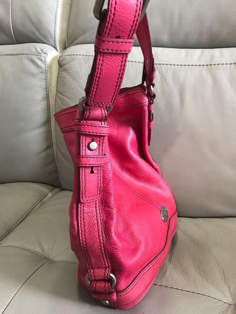 Fossil Bag pink model shoulder
