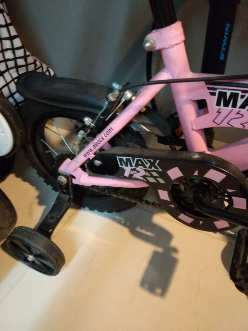 115f5574aee Pre-loved Kids Bicycle with training wheels for age 4 and 6 years ...