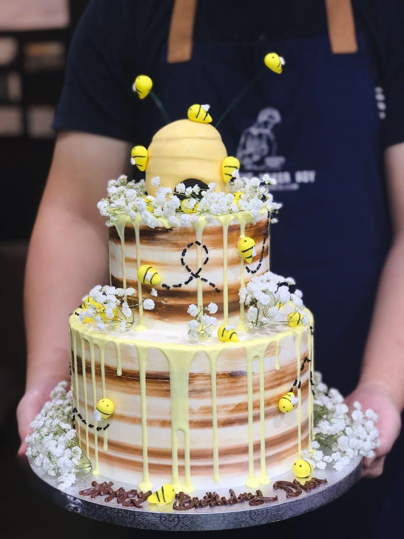 Pleasant Winnie The Pooh Themed Cake Honey And Bees Themed Cake Birthday Funny Birthday Cards Online Alyptdamsfinfo