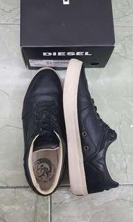 DIESEL leather shoes S-SPARK LOW men black. Sepatu original kulit DIESEL. Not Gucci, Prada, Guess, Emporio Armani, Converse, Puma, Adidas, Nike, New Balance dsb.