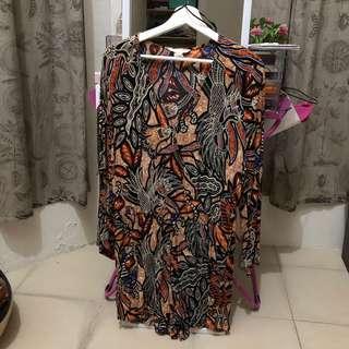 HnM Jumpsuits motif batik