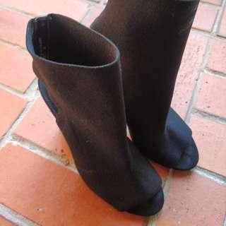 Steve Madden Material Peep Toe Heels in SIZE US7