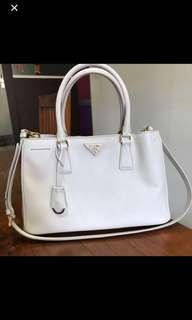 🚚 Prada white bag