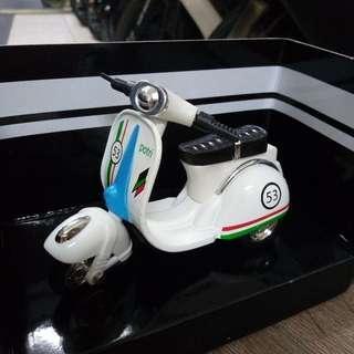 🚚 全新。復古摩托車玩具 迴力車