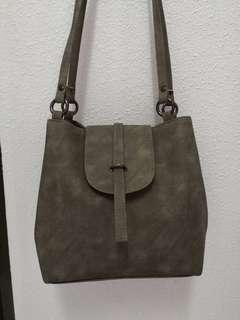 Bucket bag in emerald green / grey shoulder bag