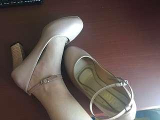 Preloved high heels, kondisi 99 %, 1 x pakai saja !!!
