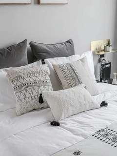 🚚 MOMO'S莫語ins北歐抱枕,摩洛哥,幾何黑白,簇絨流蘇,枕套靠枕,三款一組含枕芯。