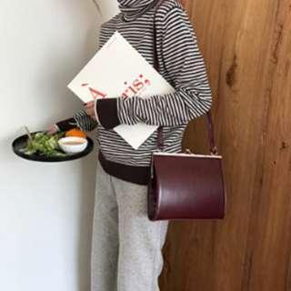 韓版 現貨+預購 (酒紅色) 簡約扣方包 可單肩、斜背