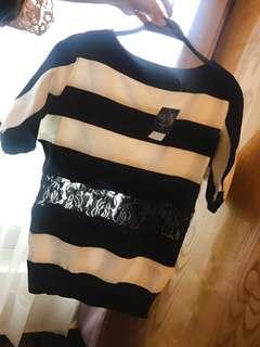 🚚 黑白橫條蕾絲鏤空落肩針織上衣