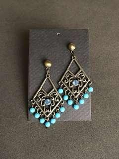 Antique style crystal stones earrings
