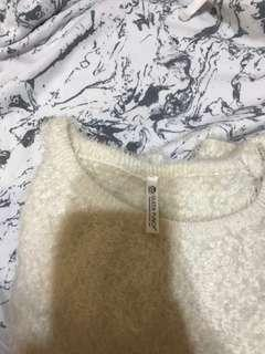 🚚 (含運) Qreen punch 白色毛衣