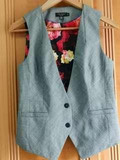🚚 Grey Floral  Vest (TED BAKER)