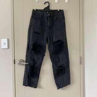 Cut-off boyfriend jeans