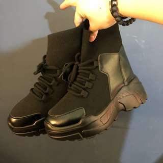 🚚 ‼️沒錢俗俗賣‼️黑色厚底老爹鞋 增高