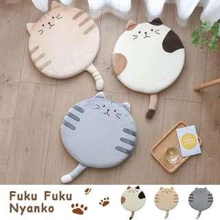 🚚 日本猫咪坐垫,办公室椅垫,加厚。夏天学生,教室屁股垫,家用圆形,电脑椅垫,汽车坐垫。共三款可挑選。