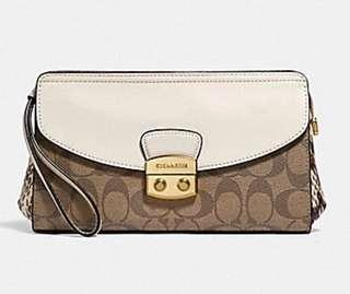 🔥🆕Signature Coach Snakeskin/Flap Clutch🔥