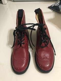 莓果色真皮短靴 37