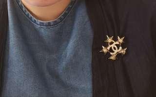 星星Chanel brooch