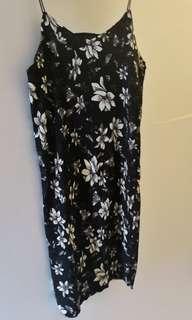 🚚 Floral black dress