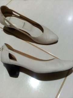 Sepatu kulit dr blanda  Asliny warna lbh putih dr gambar
