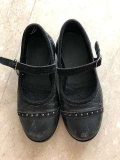 🚚 Geox black shoes size 29