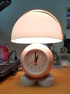 🚚 小檯燈 附有時鐘