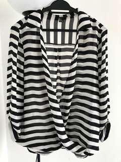 🆓POSTAGE!! Black and white blouse