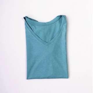 Uniqlo Color V Neck Blue Short Sleeve T-Shirt • Size M • Brand new
