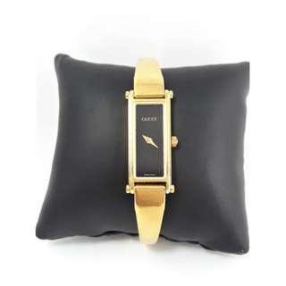 古馳 GUCCI方形黑面金框經典手環石英女錶,