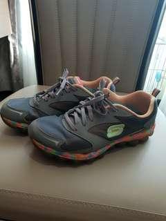 🚚 Women sneaker sketches