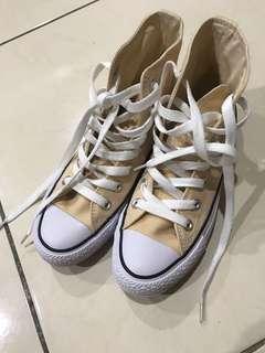 Converse米色帆布鞋