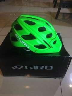 Helm Sepeda GIRO