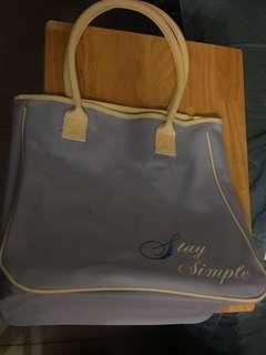 粉藍色大袋 (35cm長,34.5濶)內有膠片底部,內裏:(32.5cm長,17.5cm濶)