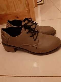 Sepatu model vintage