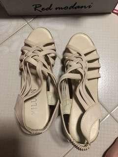 #8 White heel #dressforsuccess30
