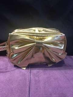 🚚 金色亮面大蝴蝶結化妝包錢包手拿包9*14.5*5.5cm