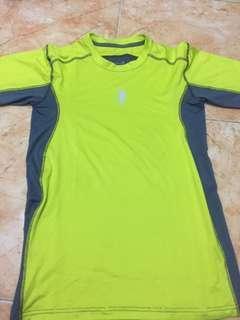 Kaos Olahraga brand = enzoro size s.