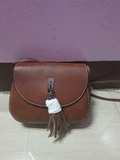 Tussel mini slingbag