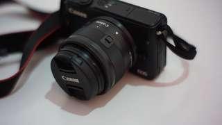 Canon EOS M10 + lensa Meike 35mm f/1.7