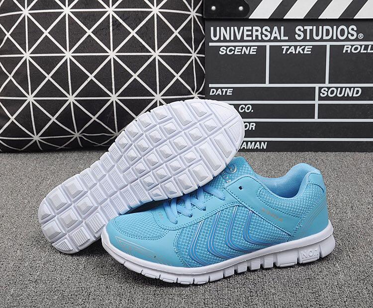 NEW 全新  防滑透氣網布粉藍色波鞋 Slip Resistant Air mesh fabric Baby Blue Sneakers