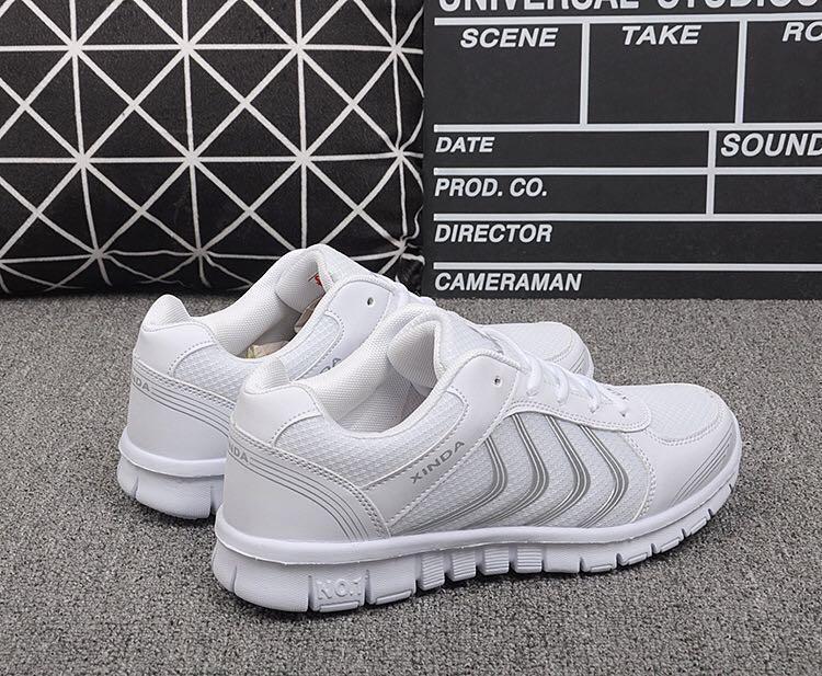 NEW 全新 防滑透氣網布白色波鞋 Slip Resistant Air mesh fabric White Sneakers