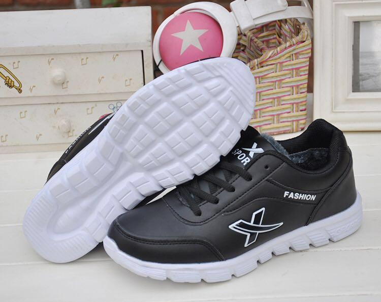 NEW 全新 防滑仿皮黑色波鞋 Slip Resistant PU Leather Black Sneakers