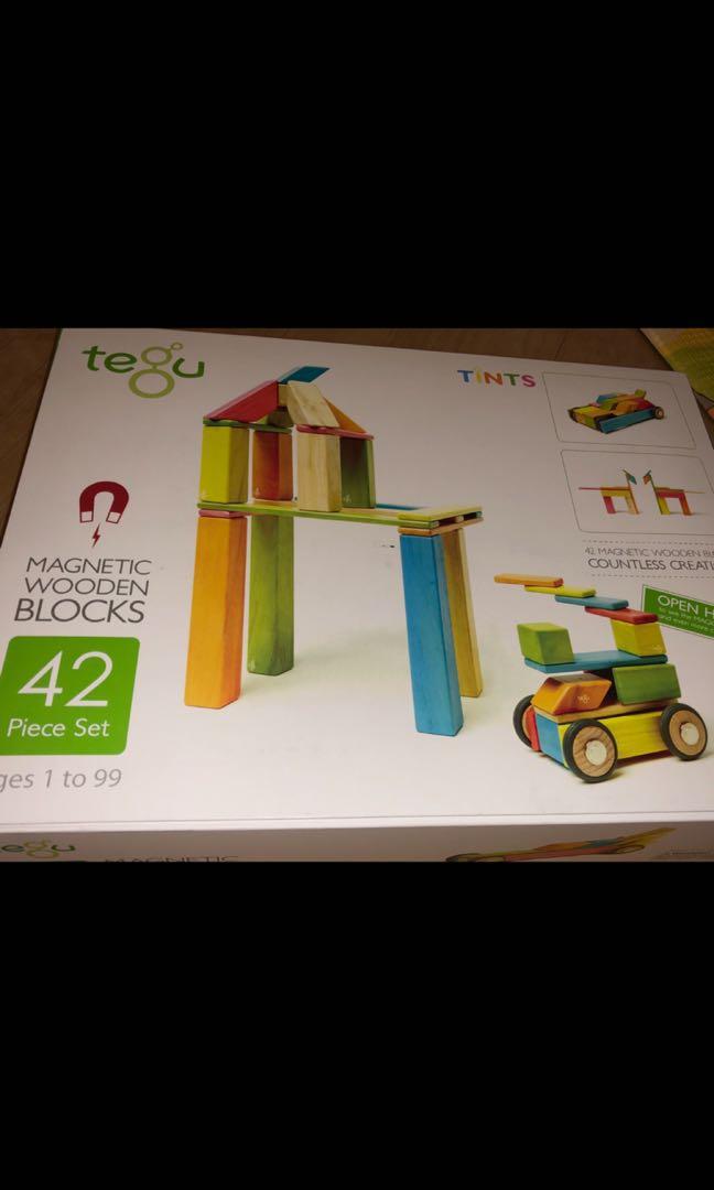 Magnetic Building Set consisting of Wooden Bricks 45 Magnetic Building Blocks